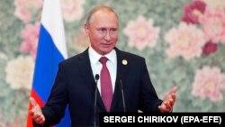 Кремль про засідання Ради безпеки Росії після розмови Путіна (на фото) з Порошенком: відбувся обмін думками про поточні російсько-українські стосунки