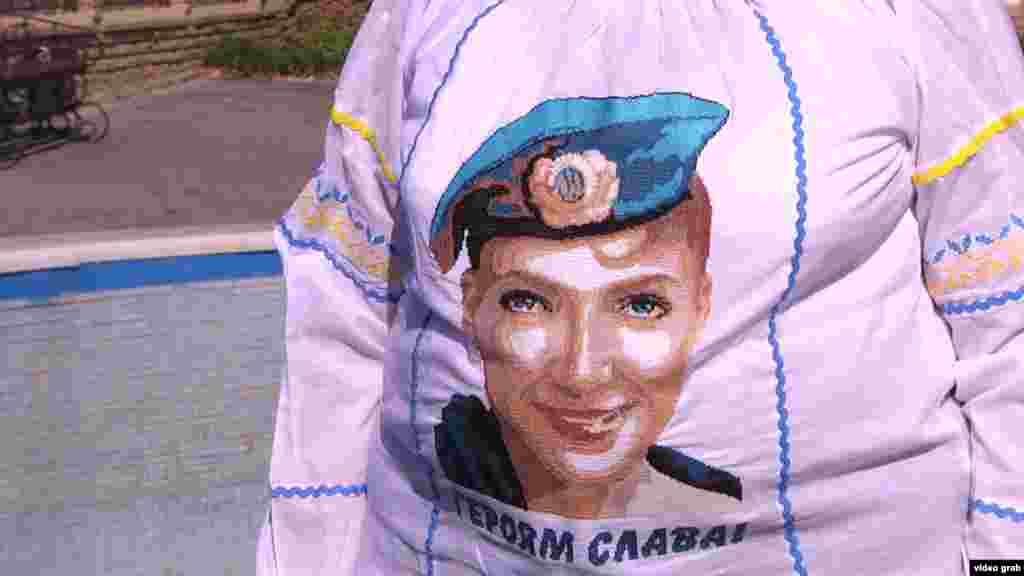 Біля будівлі суду 29 вересня активістка з Ростова провела пікет на підтримку Надії Савченко. Мати льотчиці підтримала цю акцію