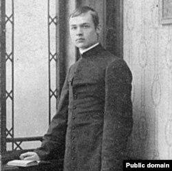 Казімір Сваяк пасьля пасьвячэньня. 1915 год