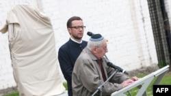 83-летний Генри Задженвергиер, один из последних оставшихся в живых жертв Холокоста, выступает на церемонии в Эстонии. Таллинн, 2 июня 2010 года.