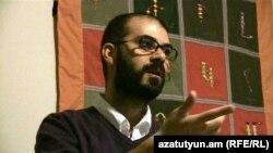 «Ակոս»-ի խմբագրապետ Ռոբեր Քոփթաշը հայաստանցի լրագրողների հետ հանդիպման ժամանակ, Ստամբուլ, 15-ը նոյեմբերի, 2012թ.