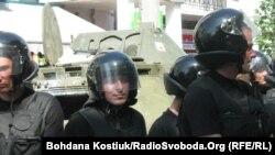 БРДМ на вулицях Києва, 18 травня 2013 року