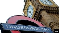 Вход в метро у Биг-Бена. Лондон