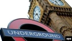 "У входа на станцию метро ""Вестминстер"", Лондон."