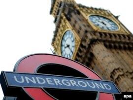Биг-Бен сағаты орналасқан мұнара. Лондон, 9 маусым 2009 жыл.