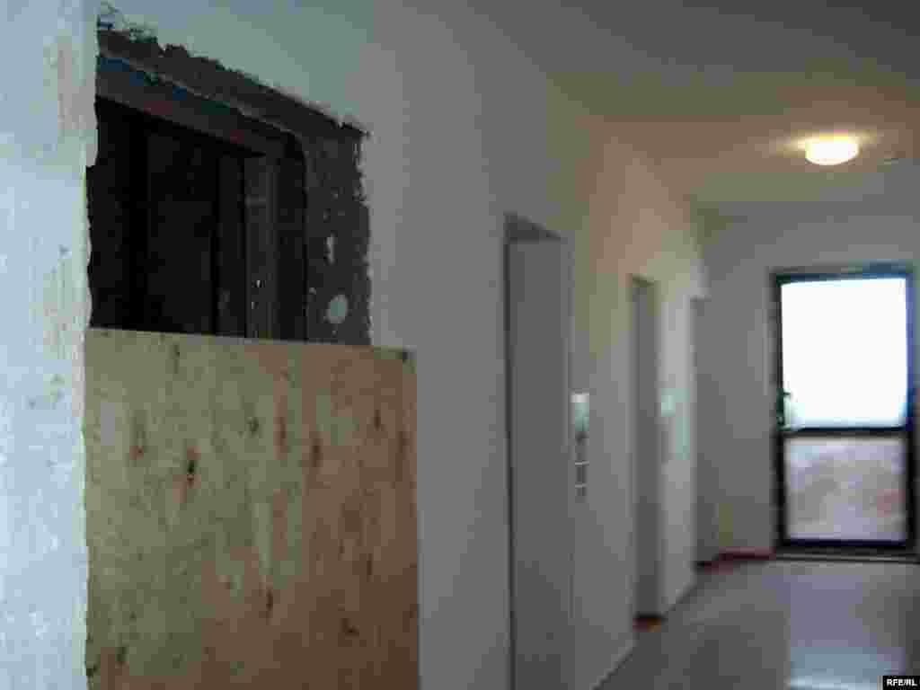 Открытую дыру в пустую шахту лифта закрыли плитой только после трагической гибели Шолпан. - Открытую дыру в пустую шахту лифта закрыли плитой только после трагической гибели Шолпан.