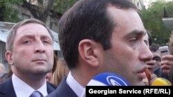Сегодня экс-министр обороны, лидер оппозиционной партии «Свободные демократы» Ираклий Аласания вновь назвал уголовное дело «политически мотивированным» и заявил, что его бывшие подчиненные невиновны