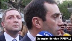 Покидая офис «Грузинской мечты», депутаты от партии «Свободные демократы» сообщили, что не намерены отказываться от своих 10 депутатских мандатов и продолжат свою деятельность вне парламентского большинства