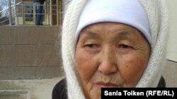 Онайгуль Досмагамбетова, мать осужденного Максата Досмагамбетова. Жанаозен, 13 декабря 2012 года.