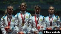 Кыз-келиндер арасында 4х100 метрге эстафеталык жарышта казакстандык жеңил атлетчилер алтын медалдын ээси болушту. 12-июль, 2015-ж. Кванжу шаары.
