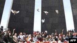Ереван, Мемориал памяти жертв геноцида, 24 апреля