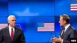 Potpredsednik SAD Majk Pens i predsednik Evropskog saveta Donald Tusk.