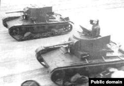 Советские легкие танки Т-26 - одни из самых массовых на тот момент