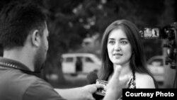 """Нигора, ҳамсари Олим Ширинов бо радиои """"Озодӣ"""" сӯҳбат мекунад"""
