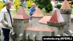 Зьменшаная копія Старога замку, збудаваная паводле рэканструкцыі ў парку імя Жылібэра ў Горадні