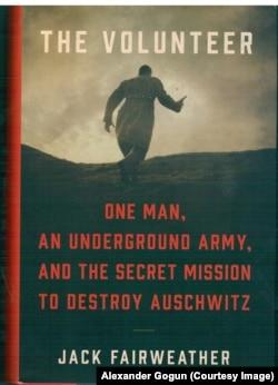 """Вероятно, эта книга будет напечатана в Москве только после коренных перемен. Из-за цензуры русские читатели не дождались таких мировых бестселлеров, как """"Кровавые земли"""" Тимоти Снайдера или же """"Шептуны"""" Орландо Файджеса"""
