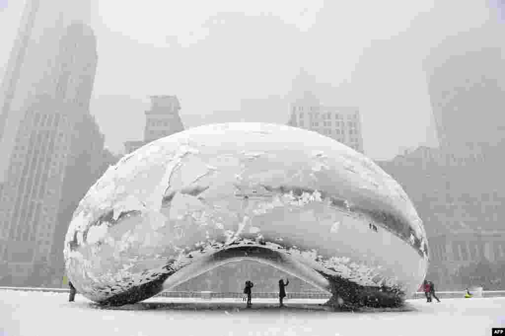 "The sculpture called ""Cloud Gate"" but more commonly known as ""The Bean"" is covered in snow in the U.S. city of Chicago. (AFP/Getty Images/Brian Kersey)"