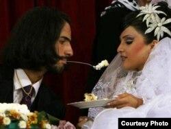 Богатые иранские молодожены на официальной свадьбе