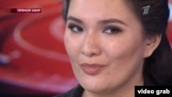 A screen-grab of Aymira Shaukentaeva, the host of Kazakhstan's Analitika program