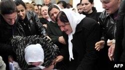 Погребот на еден од загинатите на антивладините протести во Тирана