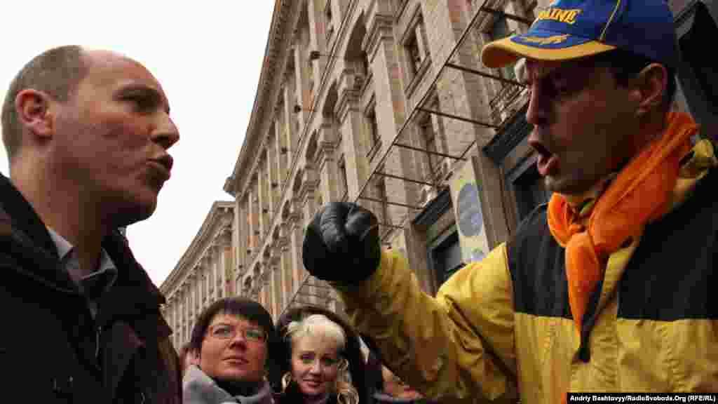 Учасники акцій закликали Парубія розбити наметове містечко під виглядом громадської приймальні пори заборону міліції.