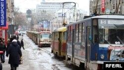 Під стінами будівлі Виконавчого комітету Харківської міської ради страйкують працівники «Міськелекротранса» 11 січня 2010 року