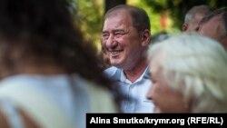 Лідер кримськотатарського національного руху Ільмі Умеров у Сімферополі
