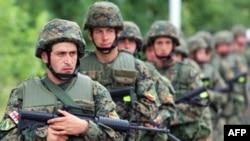 Грузинская армия на маневрах. Грузинские чиновники заявляют, что готовы защитить Тбилиси от возможного нападения
