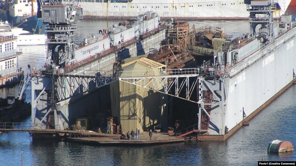 Подводная лодка Б-380 в ПД-16. Севастополь. Южная бухта.