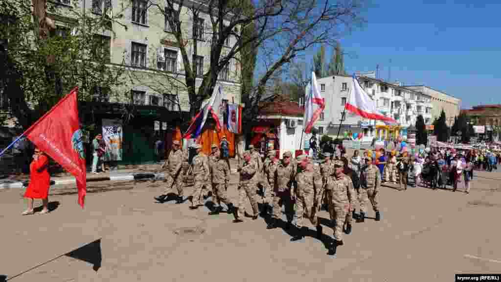 Среди участников демонстрации – представители крымской «самообороны».