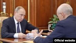 Встреча Владимира Путина и Рустама Хамитова в Кремле. Фото: Пресс-служба президента России