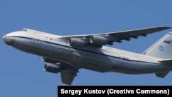 An Antonov AN-124*