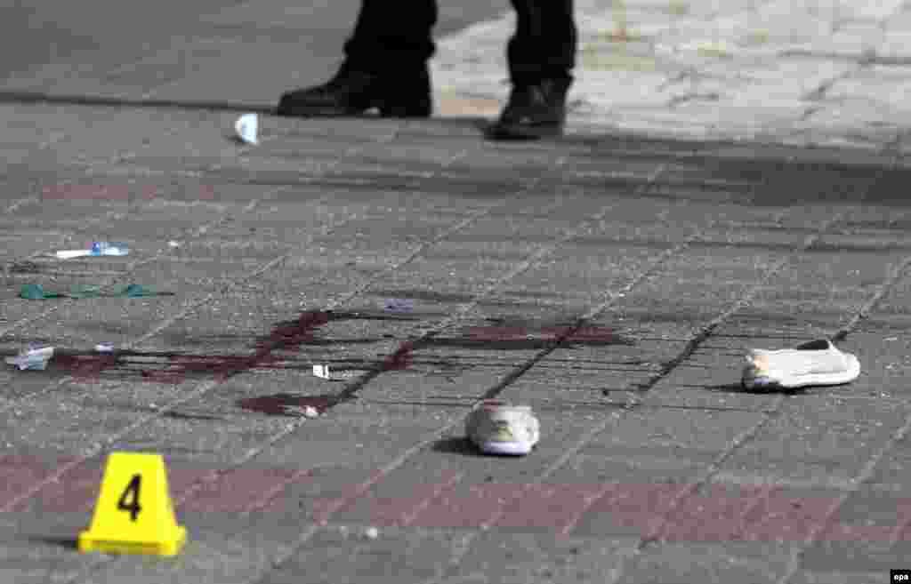 Восточный Иерусалим. Место нападения палестинки на израильского полицейского. Он был ранен и в ответ открыл огонь по ней. 12 октября 2015 года.