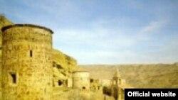 Keşişdağ (Gürcüstanda onu «David Qareci» adlandırırlar) Ağstafa rayonunda yerləşir