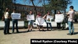Акция против запрета импорта лекарств, Петербург, 12 мая 2018