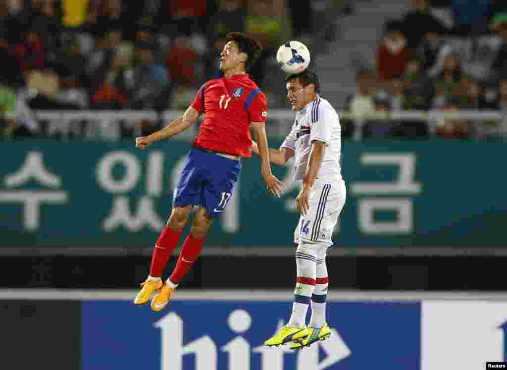 Paraguay's Gustavo Gomez (right) challenges South Korea's Lee Chung-yong during a friendly soccer match at Cheonan Sports Complex in Cheonan, South Korea. (Reuters/Kim Hong-Ji)
