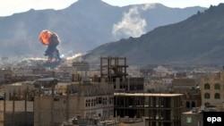 Йемен астанасы Санадағы үкімет әскері мен шииттік хути жасақтары арасындағы қақтығыс. 19 қаңтар 2015 жыл.