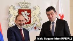 Премьер-министры Армении и Грузии - Никол Пашинян (слева) и Георгий Гахария, 3 марта 2020 г.
