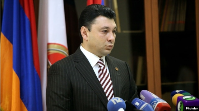 Armenia -- Ruling Republican Party spokesman Eduard Sharmazanov at a yearend press conference in Yerevan, 26Dec2013.