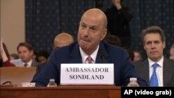 Посол США в ЕС Гордон Сондленд дает показания в Конгрессе