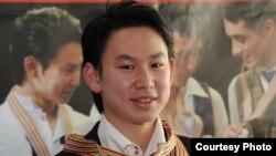 Денис Тен, казахстанский фигурист, серебряный призер чемпионата мира по фигурному катанию 2013 года.