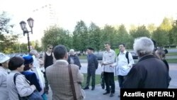 """.""""Ак тасма"""" хәрәкәте җыены. Чаллы, 17 май 2012 ел"""