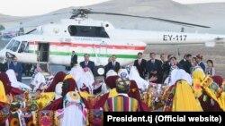 Встреча президента Эмомали Рахмона в районе Шамсиддин Шохин. 13 сентября 2017 года.