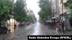 Улица Македонија за време на дожд .