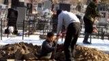 Kyrgyzstan - The digging a grave, South-West Cemetery In Bishkek, 23Jan2012