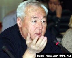 Председатель Союза журналистов Казахстана Сейтказы Матаев. Алматы, 5 декабря 2011 года.
