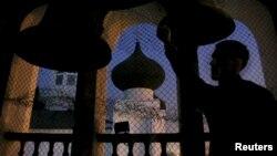 Баяндамада Кыргызстанда исламдан башка диндерге ишенгендер жана башка диний жамааттардын мүчөлөрү арасында чочулоолор бар экени белгиленген.