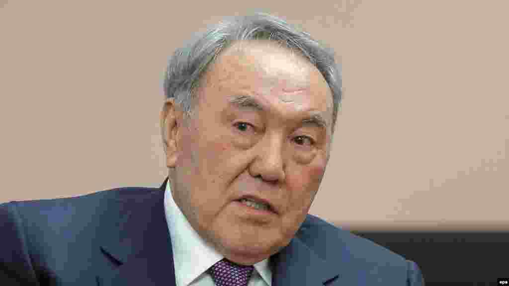 Нурсултан Назарбаев(1940 года рождения) – единственный кандидат в президенты на выборах 1 декабря 1991 года. По официальным данным, за него проголосовало 98,7 процента избирателей. В результате референдума в 1995 году президентские полномочия Назарбаева были продлены до 2000 года. 10 января 1999 года Назарбаев был избран президентом Республики Казахстан, получив 79,78 процента голосов избирателей, на выборах 4 декабря 2005 года Назарбаев получил 91,15 процента голосов, на выборах 2011 года - 95,5 процента. Оппозиция утверждает, что Нурсултаном Назарбаевым создан авторитарный режим власти, а высокие показатели на выборах в его поддержку – результат использования административного ресурса. Международные демократические организации критиковали выборы президента Казахстана как несвободные и нечестные. Власти в Астане с такой критикой не согласны.