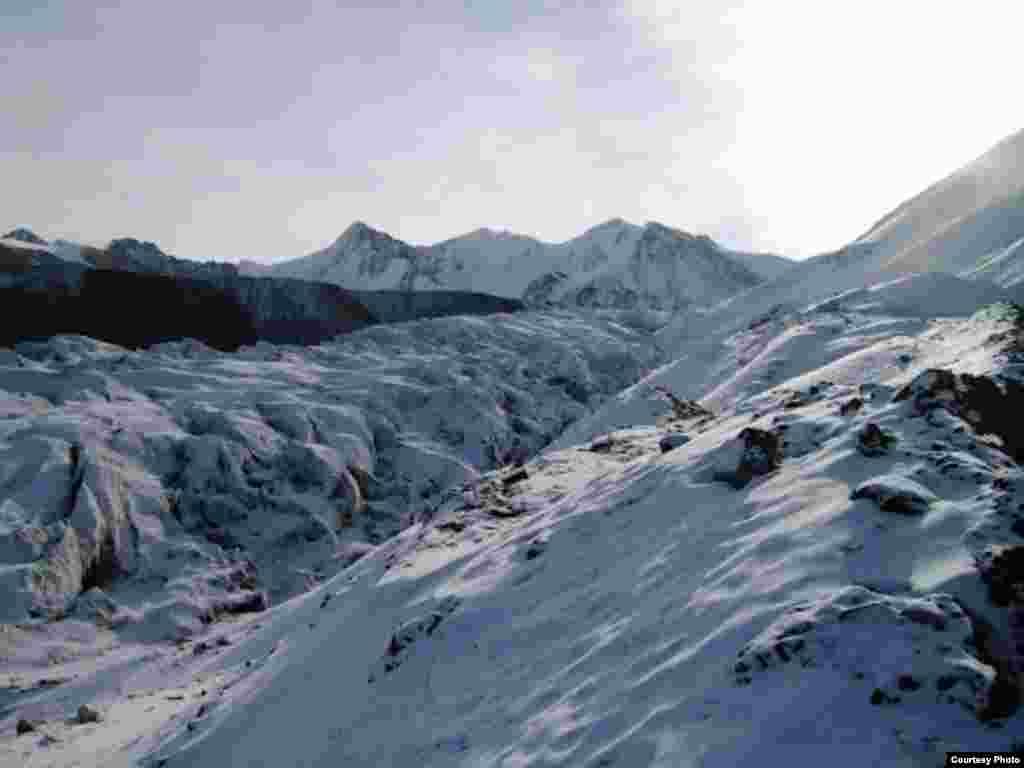 Ледник Давыдова на Тянь-Шане находится в критическом состоянии из-за работы рудника Кумтор. Фото Михаила Караванова