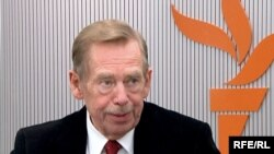 Former Czech President Vaclav Havel during his interview with RFE/RL on March 27